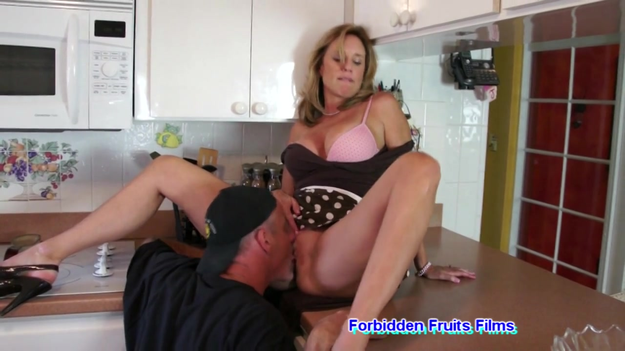 Gorgeous Shemale Gets Fucked