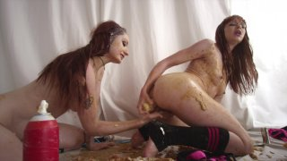 Streaming porn video still #5 from Fetish Fanatic 21: The Extreme Sploshing Edition